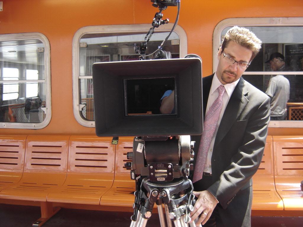 Джеймс ДеМонако на съемках «Судная ночь. Начало»