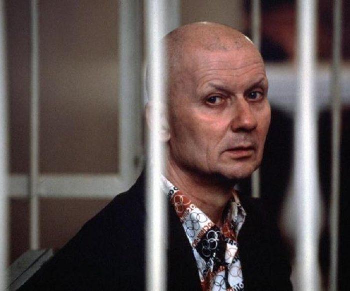 Андрей Романович Чикатило на суде (фотография 1992 года)