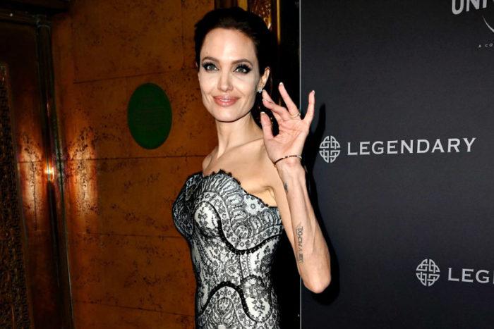 У Анджелины Джоли не было романа с Киану Ривзом