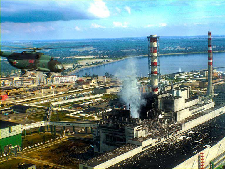 Чернобыльская АЭС (фотография от 26 апреля 1986 года)