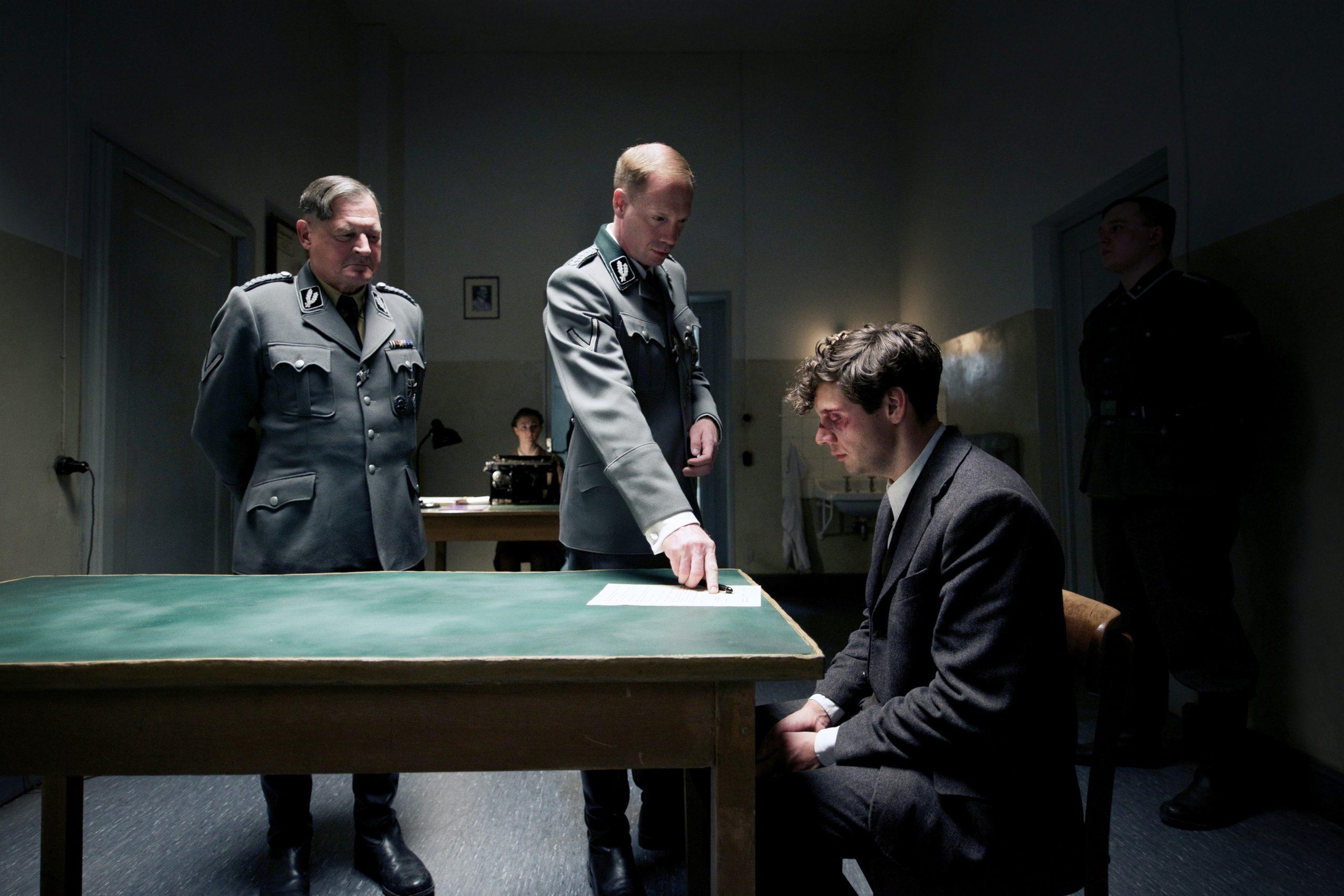 Кадр из фильма «Взорвать Гитлера»