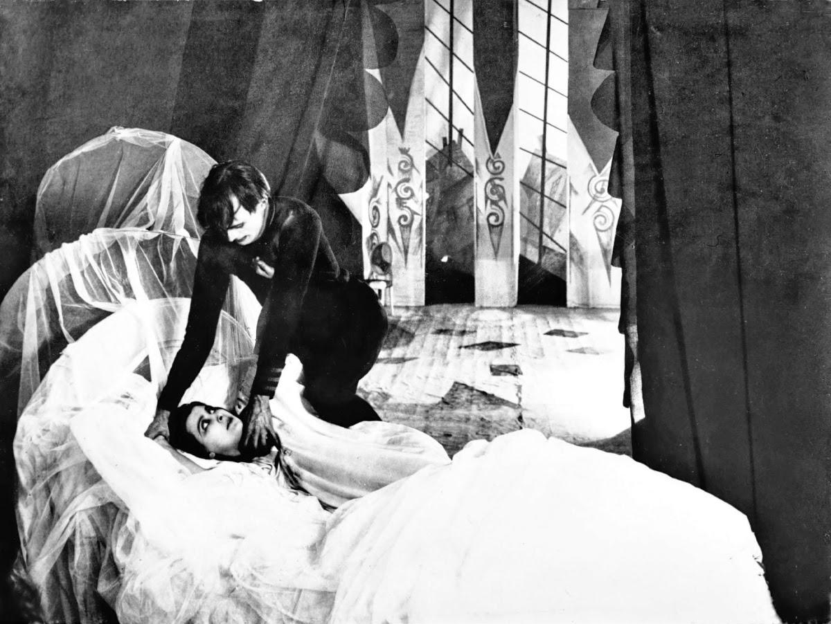 Кадр из фильма «Кабинет доктора Калигари»