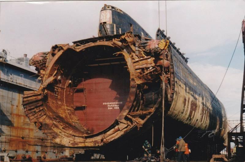 К-141 «Курск» в сухом доке (2001 год)