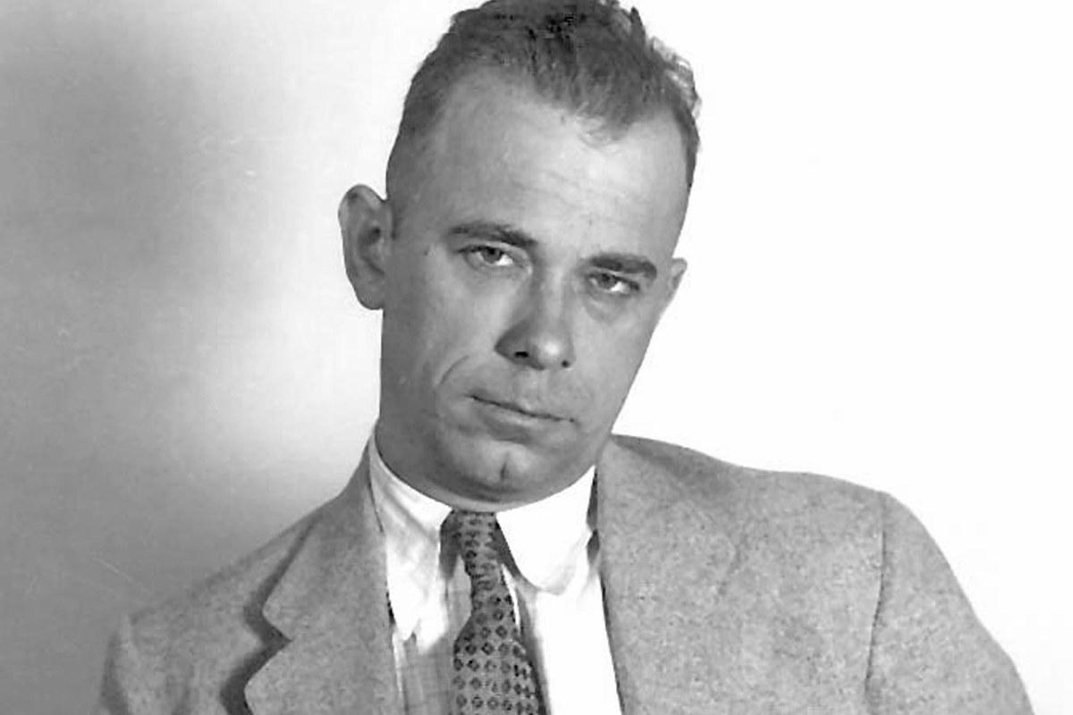 Джонни Диллинджер (фотография 1933 или 1934 года)