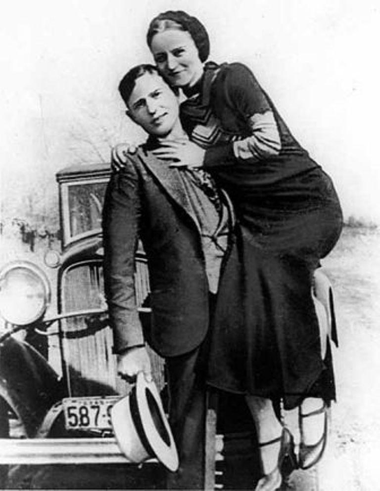 Бонни Паркер и Клайд Бэрроу (фотография 1933 или 1934 года)