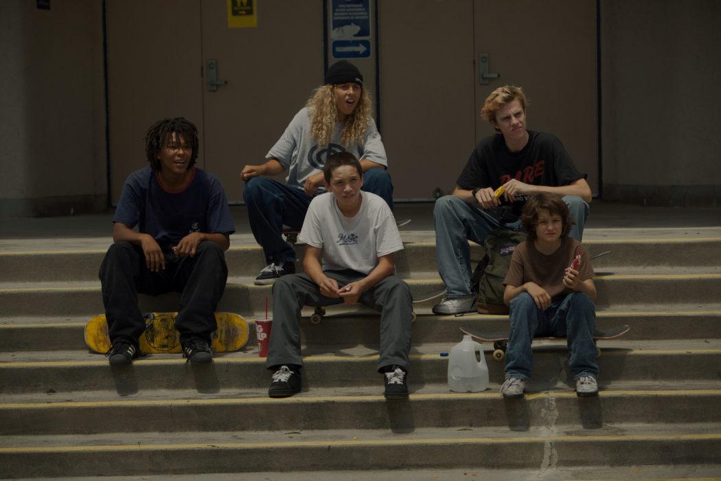 Кадр из фильма «Середина 90х»