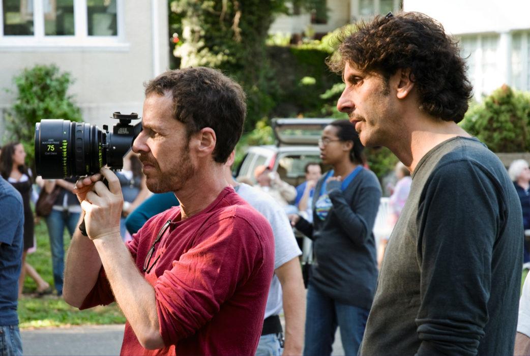 Итан Коэн и Джоэл Коэн на съемках фильма «После прочтения сжечь»