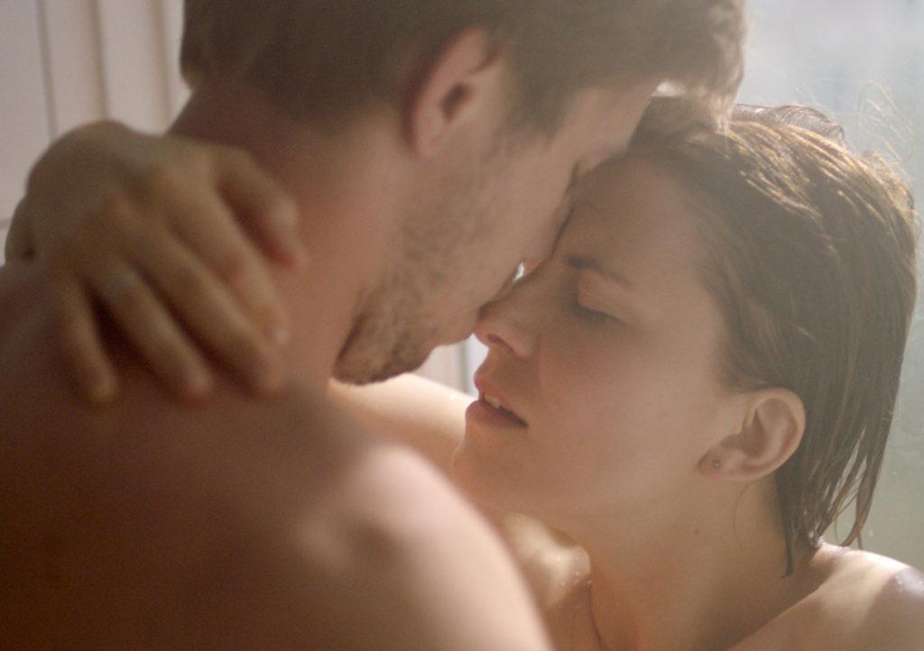 Вымученная эротика под маской умного кино: «Верность»