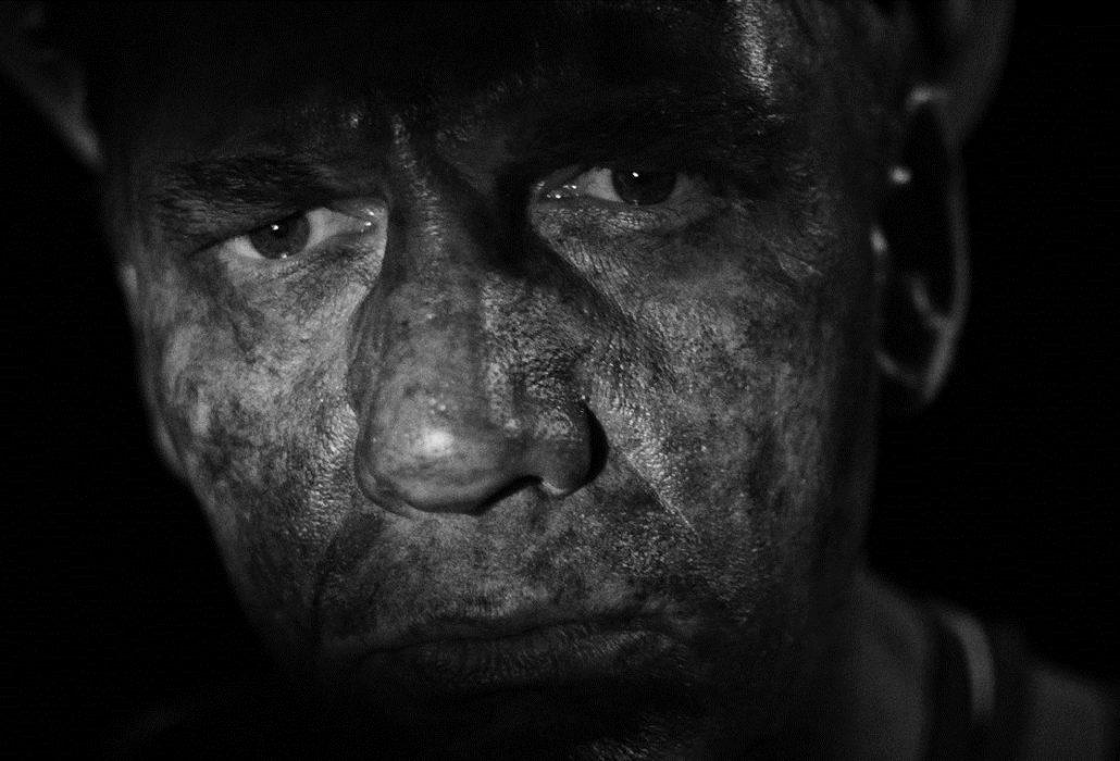 Кадр из фильма «Белым по черному»