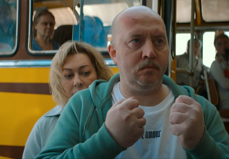 Сергей Бурунов застрял в 2020-м: вышел трейлер фильма «Пара из будущего»