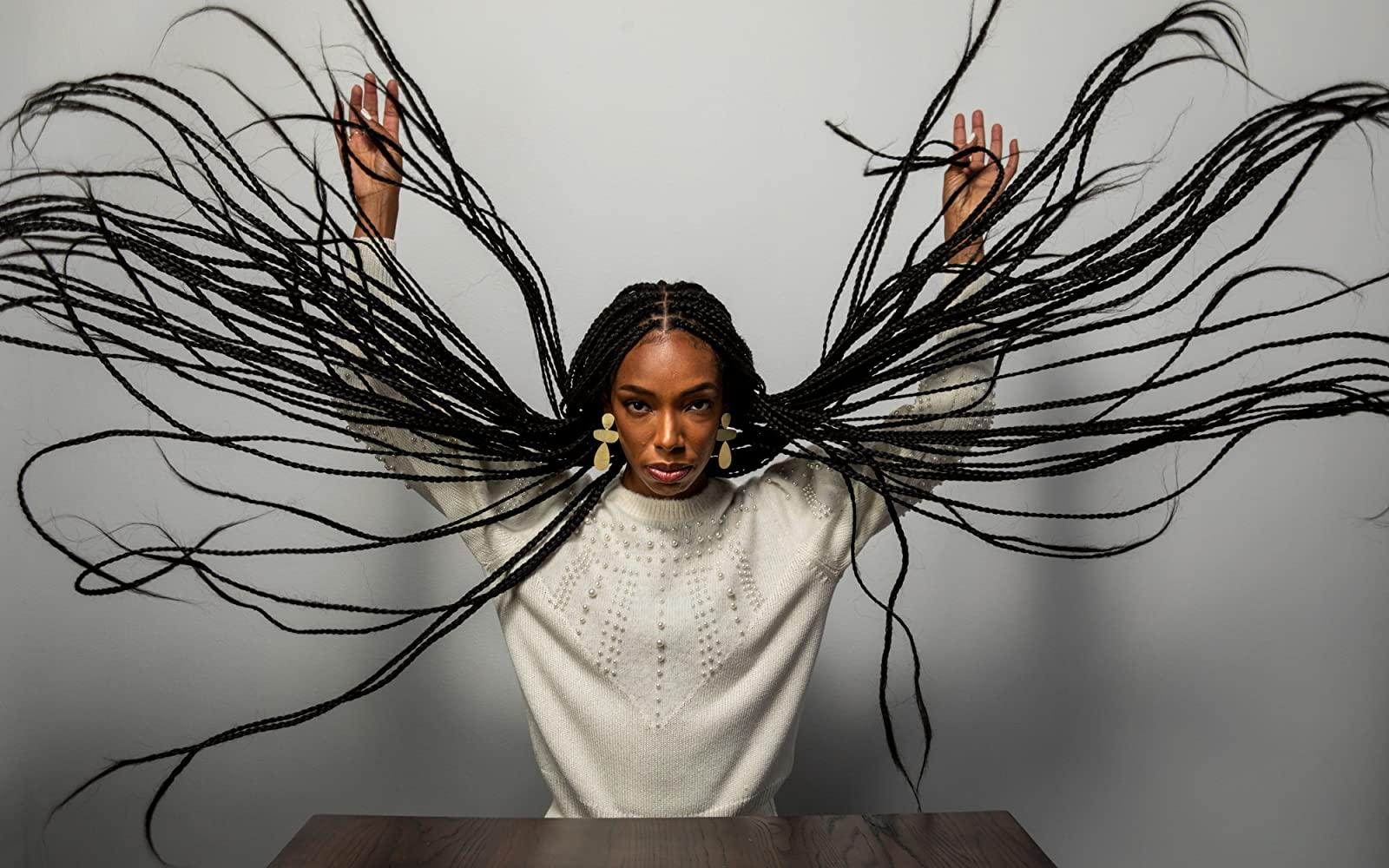 Кадр из фильма «Мои волосы хотят убивать»