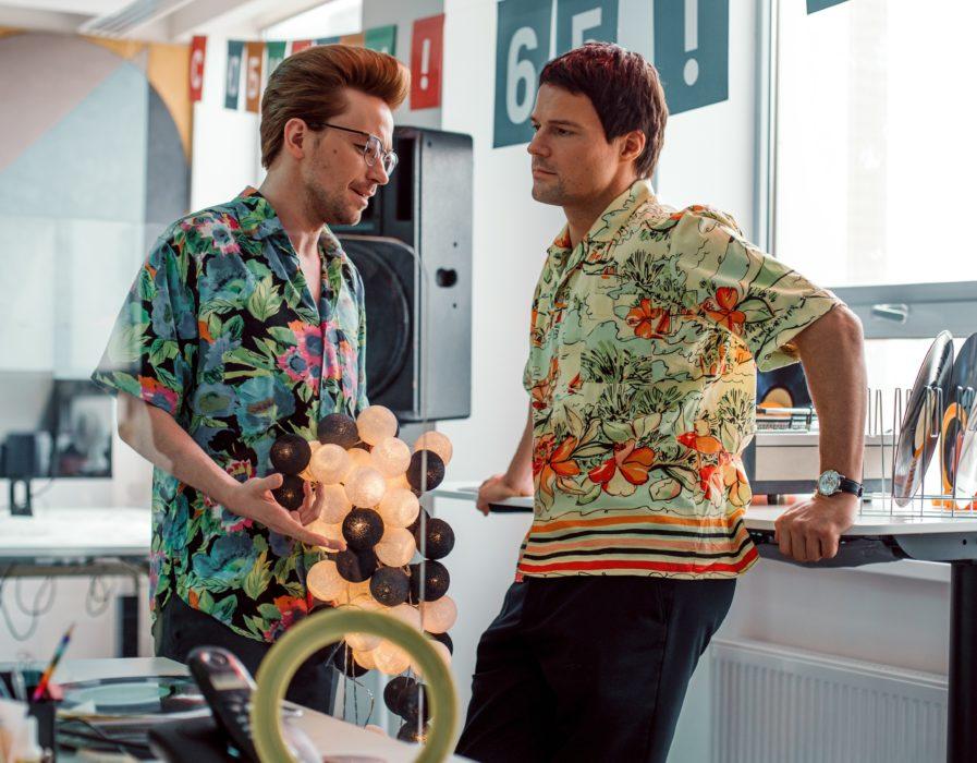 Фотография со съёмок сериала «Надвое»